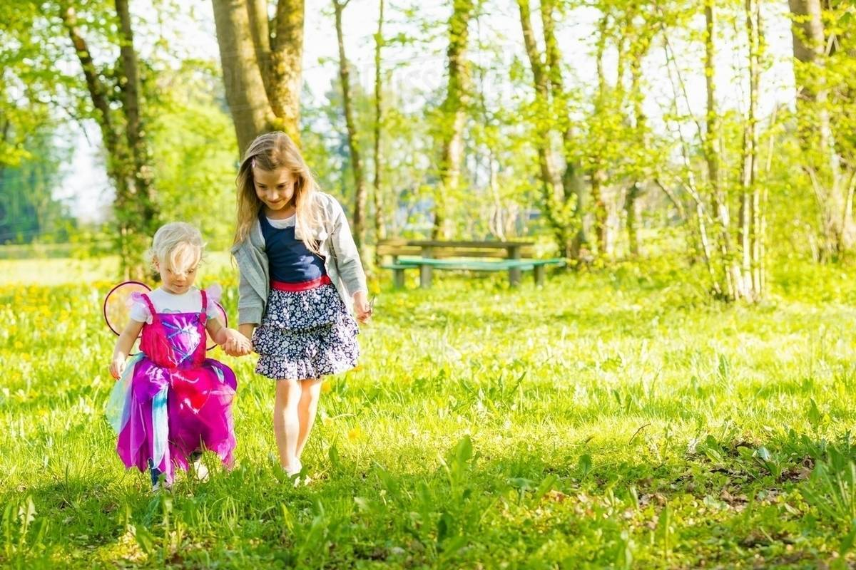 Girls walking together in field Royalty-free stock photo