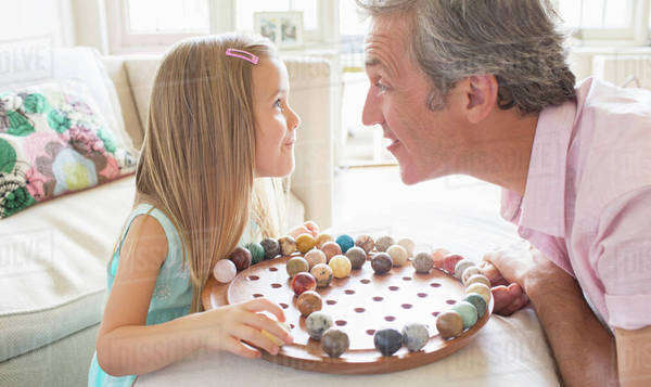 Father and daughter playing Chinese checkers Royalty-free stock photo
