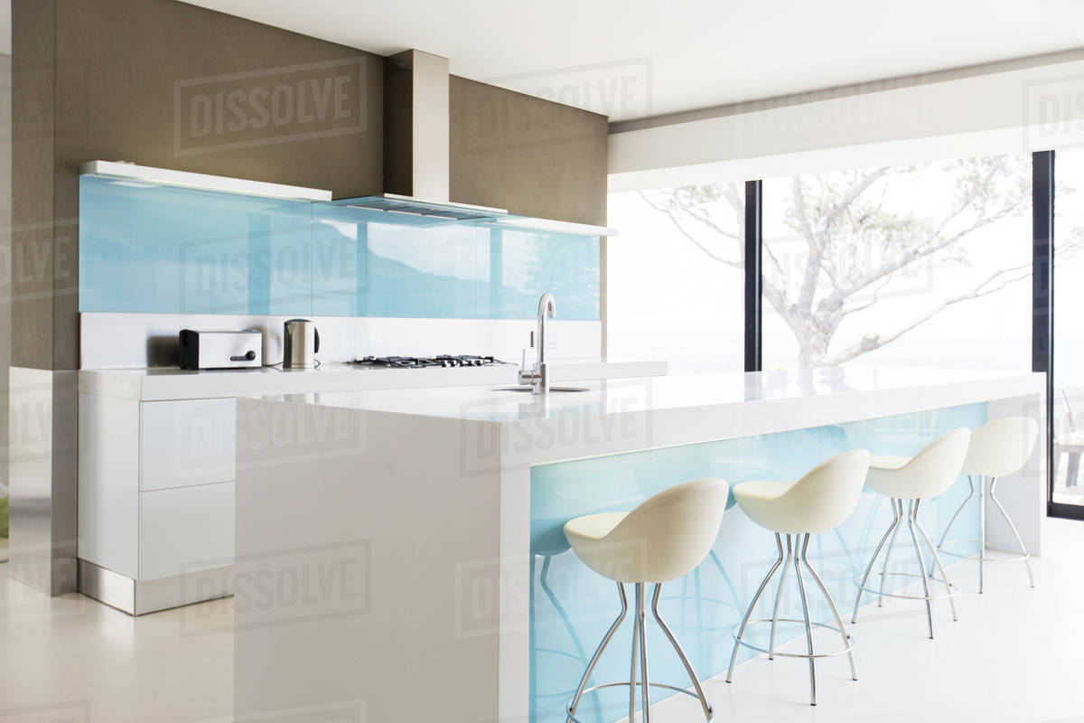 Marvelous White And Clean Modern Kitchen With Stools At Kitchen Island D985 22 224 Machost Co Dining Chair Design Ideas Machostcouk